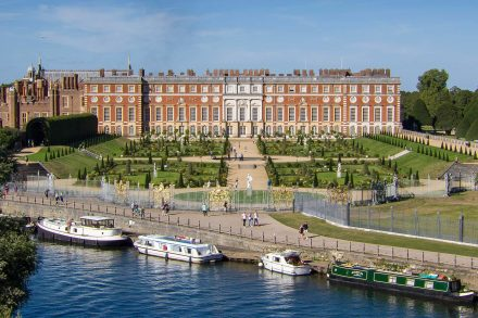 hampton-court-palace-drone-2